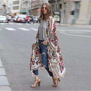 Accessories - 5 ⭐️ favorite! New White Floral Kimono.
